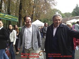 George Oxley et Michel Drucker arrivent à la forêt des livres