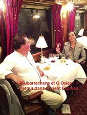 Diana Ubarrechena dos à dos avec Roselyne Bachelot, préserntatrice vedette de la chaine D8, dans l'Orient Express